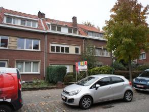Te renoveren eengezinswoning met 4/5 slaapkamers en tuin op een interessante locatie nabij het centrum van Wilrijk! Indeling: inkomhal, leefruimte met
