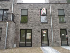 Trendy stadswoning te koop met 3 slaapkamers. De woning is gunstig gelegen in woonresidentie magritte aan de Dascottelei en is ingedeeld als volgt: In
