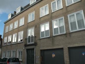 Statig ruim en zonovergoten appartement rustig gelegen in het centrum van Brugge. Het appartement heeft een ruime inkomhal met afzonderlijk toilet, zo