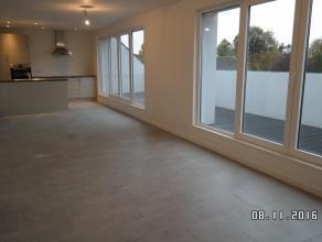 Dit nieuwbouw appartement is gelegen in het centrum van Wachtebeke en geniet een uitstekende ligging dichtbij het winkelcentrum. Het dakappartement om