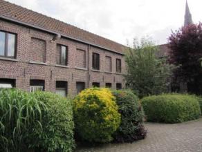 Dit huisje is gelegen in 1 van de mooiste oude Gentse beluiken en omvat : inkom en woonplaats | recent geplaatst keukentje | slaapkamer | douchekamer