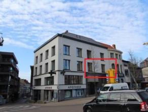 Dit gerenoveerd 1 slpk appartement is gelegen aan de Markt in hartje Wetteren en biedt een magnifiek uitzicht op het marktplein en de kerk van Wettere