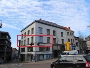 Dit gerenoveerd 2 slpk appartement is gelegen aan de Markt in hartje Wetteren en biedt een magnifiek uitzicht op het marktplein en de kerk van Wettere