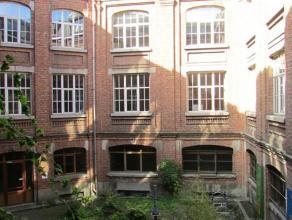 Prachtig pand gelegen aan de Sainctelettesquare en niet ver van de hippe Dansaertwijk. Het pand is opgetrokken in 1920 als nijverheidsfabriek - Manufu