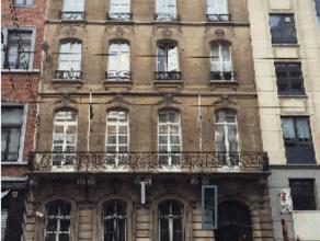 Herenhuis te koop in het centrum van Brussel, gelegen tussen Botanique en het Warandepark. Dit gebouw telt 4 verdiepingen en bevat 1800m². Zeer g