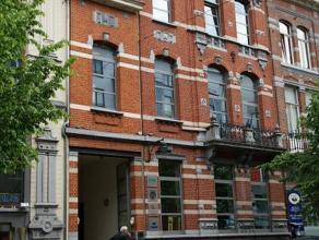 2 aan elkaar verbonden gebouwen in de Europese Wijk, vlakbij het Schumanplein. Er is een herenhuis en een nieuw gebouw achteraan. Vergaderzaal van 112