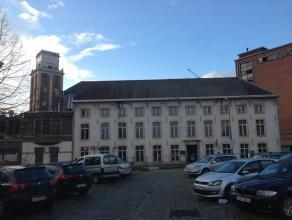 Volledig gestript kantoorgebouw te koop gelocaliseerd aan de 'Vaartkom' en 'Hungaria Site'. Perfecte bereikbaarheid en zeer goede parkeerratio.