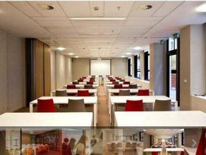 Dit pand, samengesteld uit drie onafhankelijke gebouwen is gelegen in de Leopoldswijk, de belangrijkste bedrijvenzone van Brussel. Vijf gemeenschappel