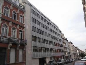 """Gerenoveerde kantoorruimte gesitueerd tussen de metrostations """"Arts-Loi"""" en """"Madou"""", gelegen in de Leopoldswijk. De """"Twin-Gardens"""" bestaat uit twee ge"""
