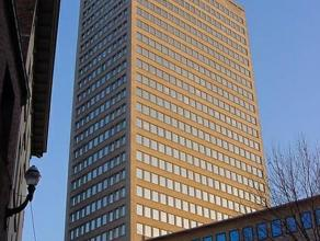 Het gebouw (opgefrist in 2010) is dichtbij de Grand Sablon, gelegen in het hartje van Brussel. Het gebouw beschikt over een oppervlakte van 1.500m&sup