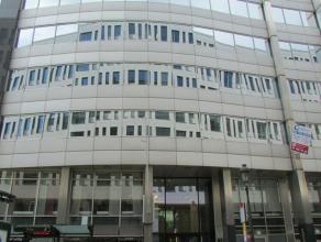 Leuke kantoorruimtes van verschillende grootte in het centrum van de zone Leopold. De derde verdieping werd volledig gerenoveerd. De tweede verdieping