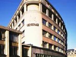 Dit volledig gerenoveerde gebouw (gevel, inkomhal, liften) geniet van een zeer goede ligging in het hart van het historische centrum van Brussel. Op s
