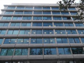 Prachtig gerenoveerd kantoorruimtes, op de rand van het Pentagon en de Europese Wijk. Ideal locatie met veel verbindingen tot openbaar vervoer. Veel p