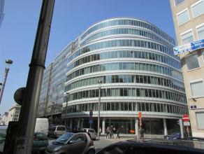 Prachtig gebouw, gelegen in het hartje van de Europese wijk. Mooie terrassen op de bovenste verdiepingen. Het gebouw is makkelijk bereikbaar met openb