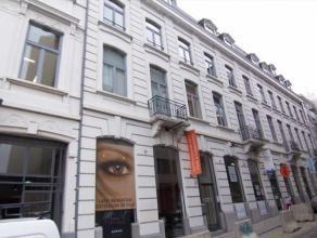 Mooie kantoorruimtes in Brussel, gunstige ligging binnen de vijfhoek, langsheen de Boulevard de Waterloo, met een zeer goede bereikbaarheid met het op