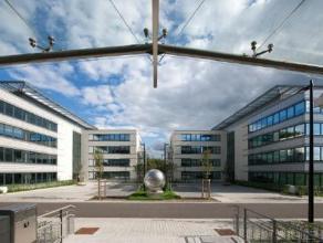 Bureau's van verschillende grote te huur in Waver. Naast de E411 en de N4. Het gebouw is niet enkel dicht van het centrum van Waver en Ottignies maar