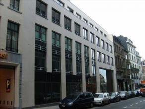 Mooi gebouw gelegen in het centrum van Brussel. De kantoren bevinden zich vlakbij de Grand-Place en het centraal station. Slechts twee minuten wandele