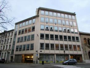 Kantoren te huur in het centrum van Brussel. In een aangename wijk dicht bij consulaten. Directe toegang tot de kleine riem. Veel mogelijke diensten i