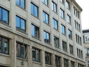 Volledig gerenoveerd kantoorgebouw in het centrum van Brussel. Op +/- 500m van het Centraal Station en gemakkelijk bereikbaar via de kleine Brusselse