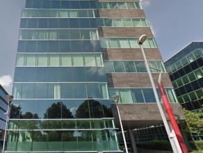 Kantoren met veel lichtinval, gelegen vlakbij de Antwerpse Ring, wat zorgt voor een goede zichtbaarheid. Het station van Antwerpen Berchem ligt dichtb