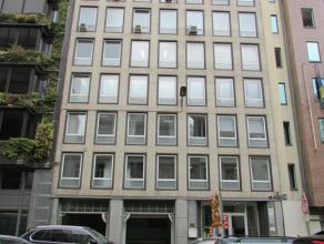 Mooi kantoorgebouw in de Rue Belliard, in de Europese wijk. Deze locatie is uiterst gunstig voor diegenen die vaak aanwezig moeten zijn in de Europese