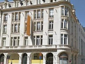 Kantoren van zeer hoge kwaliteit en volledig gerenoveerd, in het pentagon van Brussel. Veel natuurlijk licht in het gebouw door een binnenkoer. In het