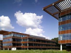 """Comfortabele en heldere kantoorruimtes te huur in het kantorenpark """"Namur"""". Zeer vlotte bereikbaarheid."""