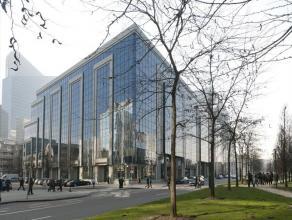 Prestigieuze kantoren in het Noorden van Brussel. Het gebouw is goed bereikbaar met het openbaar vervoer. Vijf minuten wandelen van het station Brusse