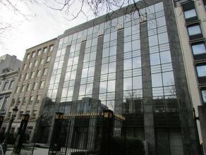 Exclusief gebouw in het hart van Brussel, met moderne en gestyleerde bureaulokalen. Uitgerust met een technische infrastructuur.