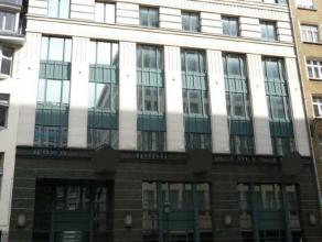 Efficiënte kantoorruimte te huur in de Leopoldwijk, dicht bij de Europese instellingen. Dit gebouw is ideaal gelegen, naast het metrostation Troo