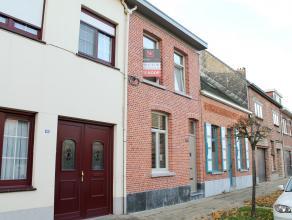Deze gezellige woning is zeer centraal doch rustig gelegen, vlakbij het centrum van Kontich en op een boogscheut van zowel Antwerpen als Brussel. In 2