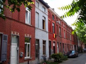 Opbrengsteigendom met 6 vergunde kamers gelegen in een autoluwe, charmante straat in het centrum van Leuven.Indeling: Onderaards: Traphal, kamer 1 ach