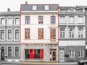 C'est au coeur de Binche que nous vous invitons à découvrir ce joli duplex partiellement rénové et idéalement situ&