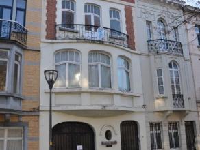 KOEKELBERG, sur une des plus belles avenues de la commune,  duplex composé d'un grand séjour salle à manger orienté sud do