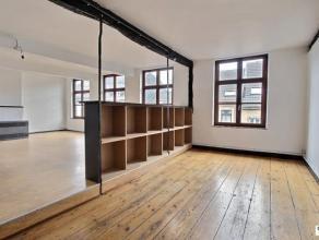 VERVIERS centre : Ce bel appartement 3 chambres récemment rénové vous ravira par ses beaux volumes et sa belle luminosité.