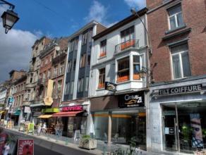 Liège  centre : nous vous proposons cette maison de commerce + appartement duplex, idéalement située et complètement r&eac
