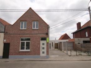 Mooi gerenoveerde woning op een perceel van 480 m² met carport en parkeerplaats vooraan en toegang achteraan.De woning in bijna klaar van renovat