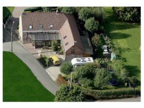 Prachtig gelegen landelijke woning, midden in de natuur op 6 km van Ronse en brakel, op 885 m2 grond!Indeling: hall met vestiare, living, salon, buree