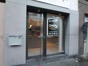Commercieel en goedi gelegen handelspand met woonmogelijkheid te Kortrijk.Bestaande uit winkelruimte, apart toilet, aparte bureau, Ingerichte keuken e