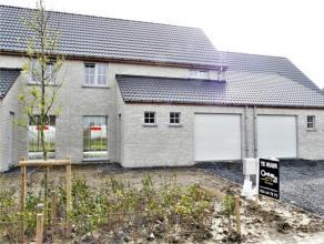 Nieuwbouwwoning in een kindvriendelijke, nieuwe buurt te Avelgem. In een rustige straat met speelpleintje ligt deze leuke, lichtrijke en splinternieuw
