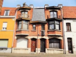 Prachtige belle époque woning met authentieke elementen, in het hartje van Ronse! Indeling: art-deco voordeur en inkomgang met mozaiektegels, l