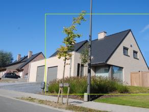 Klassevolle nieuwbouwwoning - half open - zeer rustige ligging De woning is gelegen in een rustige en zeer aangename buurt. De doodlopende straat met