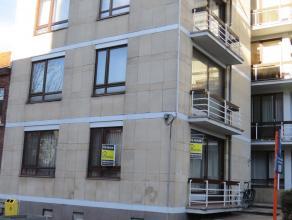 Mooi gerenoveerd gelijkvloers appartement te huur met 2 slaapkamers, ruime living en aparte keuken, ondergrondse autostaanplaats met kelder.