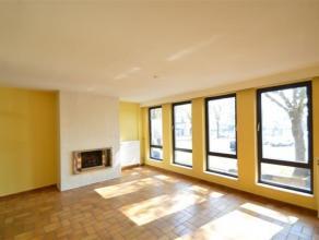 REF:4076 - CUESMES<br /> Spacieux et lumineux appartement avec jardin situé dans le centre de Cuesmes.<br /> Au premier étage se trouve