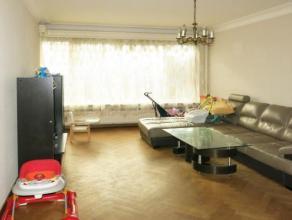 Voisin direct du très chic hôtel Ramada situé sur le quai Saint Léonard de Liège, cet appartement plein d'espaces s'