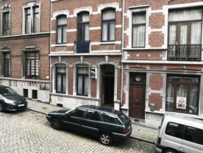 Très jolie maison de maître, possibilité de créer trois logements, elle vous offre les pièces classiques et les beau
