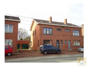 - COMPROMIS SIGNÉ - Charmante maison rénovée 3 façades avec passage latéral menant aux garage et jardin. Compositio