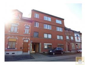 Spacieux appartement 3 chambres avec jardin et garage à restaurer. D'une grande superficie (environ 150m² au sol), ce bien est compos&eacu