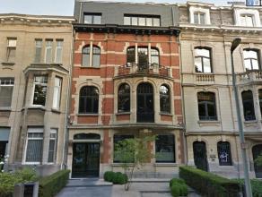 Oreon Properties presenteert:<br /> Kantoren gevestigd in een prachtig herenhuis , worden zowel te koop als te huur aangeboden.<br /> Paviljoen in tui