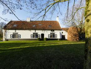 Gelegen op 2751 m2 vindt u deze prachtige woning, volledig ingericht in de specifieke stijl van Stéphane Boens, gerenommeerd als ontwerper van